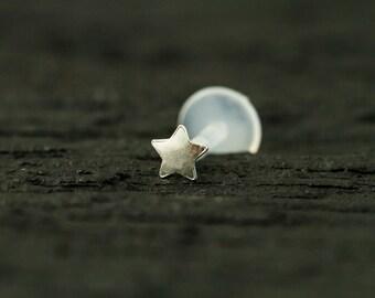 Tiny star push in 16gauge bio flexible tragus / cartilage /helix earring - Single