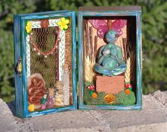 Mother Earth Small Box Shrine.  Gaia. Earth Goddess Travel Shrine.  Mix Media Religious Art. Shadow Box. Nicho.