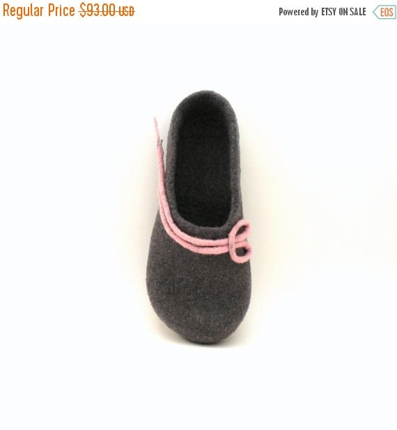 SALE Felted wool slippers -  handmade wool clogs - grey pink felt slipper - made to order - autumn winter fashion - Wedding gift