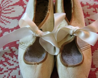 Edwardian Era Leather Shoes Very Nice Pair of Little Girl's Antique White Kid Leather Shoes Metal Eyelet Tie Slippers with Ribbons Replaced