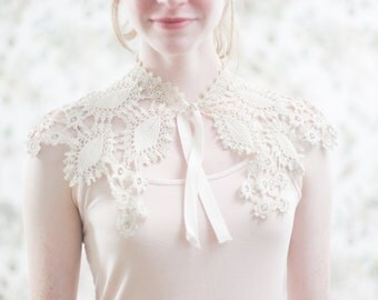 Antique Bridal Crochet Collar. - Authentic Victorian Lace. Bohemian //  Wedding Lace.  Large Peter Pan Collar, Accessory.