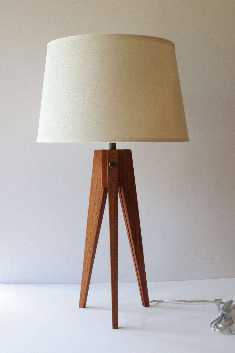 Table Lamp Tripod Slim Brazilian Cherry
