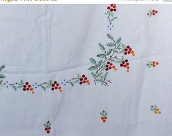 SALE 20%OFF 50's Vintage Linen Tablecloth, Woodland Embroidered Tablecloth
