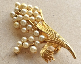 vintage gold tone metal lily of the valley inspired cluster of blooms brooch with simulated pearls