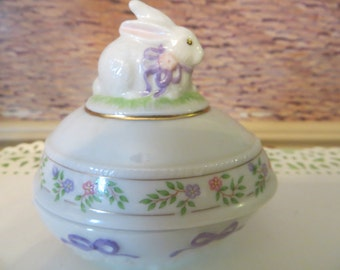 "Lenox vintage egg,fine porcelain,2 piece,candy dish,trinket box,Limited edition,3""x3,""The rabbit easter egg,1994"