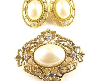 Vintage Brooch Earring Set Gold Tone Rhinestone Pearl Tone Demi Parure Likely 1928 Co.