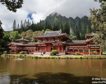 Byodo-In Temple at the Valley of the Temples Memorial Park in Kaneohe on the east side of Oahu, Hawaii