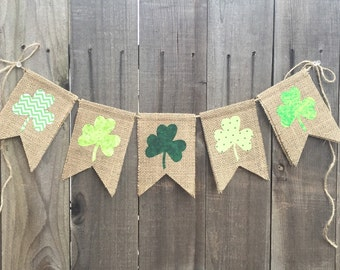 St Patrick's Day Shamrock Bunting // Burlap and Fabric // Seasonal decoration