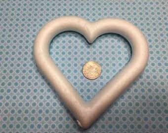 7 Large Styrofoam Hearts, 145 mm (BR25)