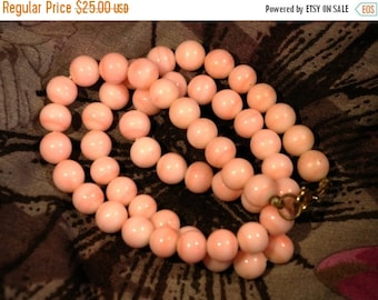 BOO SALE Vintage Pastel Pink Marble Effect Glass Bead Necklace with Gold Tone Clasp 1950s