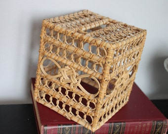 Shabby Chic, Beach Chic, 1960s Vintage Square Tissue Box cover , Natural Woven wicker with celtic knot on top