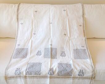 Beautiful White Tribal Indian Sari Scarf Hippie Boho Textile Shawl Wedding