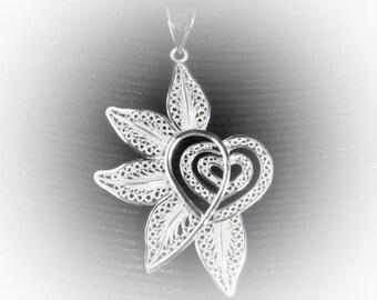 Pendant heart celebrates in silver embroidery