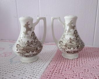 Romantic Royal England set salt / pepper shakers