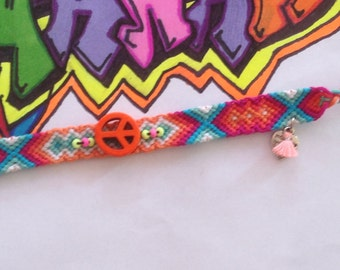 Friendship bracelet with peace sign and seed beads