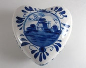 Vintage Trinket Box Collectible Ceramic Heart Shaped Trinket Jewelry Box Hand Painted Delft Blue Holland Ring Box Valentines Day Gift