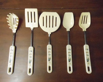 Set of 5 International Heartland Pattern Utensils Spatulas, Slotted Spoon, Pasta Spoon More Made in Japan Country Farmhouse Decoration