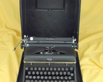 EXC 1947  Hemingway Royal Portable Quiet Deluxe Typewriter  Serviced W/ WARR