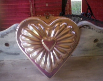 Vintage jello mold/Metal heart mold/Copper mold/Decorative copper Mold/copper heart pan/copper metal pan/Valentines heart mold/kitchen decor