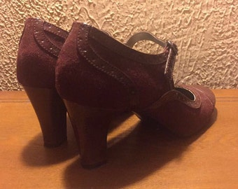 Vintage 1940's Mary Jane heels in Maroon