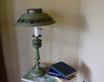 Toleware tole table lamp tall painted metal green with black details, Federal colonial style cottage chic home office decor