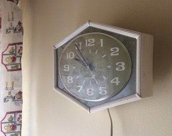 GE wall clock - 1970's avocado green