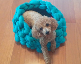 Cozy Pet bed -Shep's basket for dog or cat. Teal Jade  23 microns merino wool. 100% handmade.