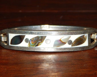 Child's Bracelet: Sterling SILVER approximately size 4.  Hook closure.  Mother of Pearl design Mexican