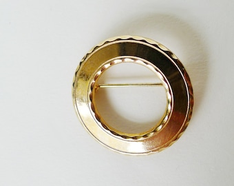 Circle Brooch Vintage Jewelry, Polished Textured Circle Brooch Pin Costume Jewelry Classic Round Shape Vintage Costume Jewelry Mid Century