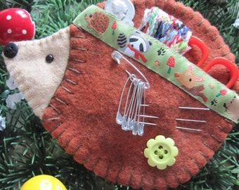Hedgehog sewing set etui