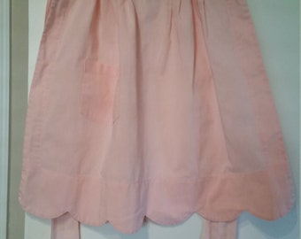 Vintage Pink Cotton Half Apron With Front Pocket and Scalloped Edge Bottom