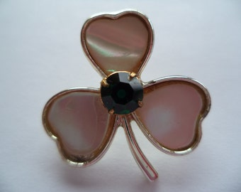 Vintage Unsigned Small Goldtone Mother of Pearl Shamrock Brooch/Pin