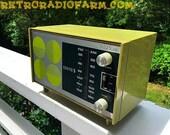 AVOCADO Green Retro Mid Century Vintage 1972 Zenith Model C-412F AM FM Solid State Radio Amazing!