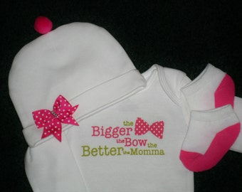 Baby Girl Gift Set - Sweet Baby Shower Gift Set For Sweet Baby Girls - Hot Pink And White The Bigger The Bow The Better The Momma