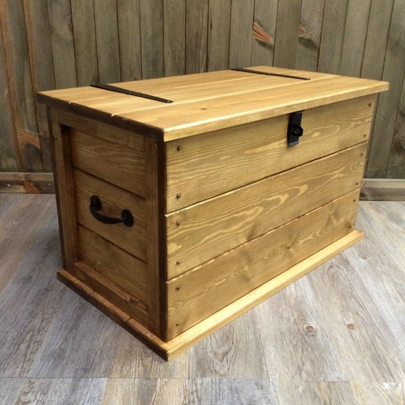 Solid Rustic Pine Trunk Coffee Table Boot Toy Box Linen Chest