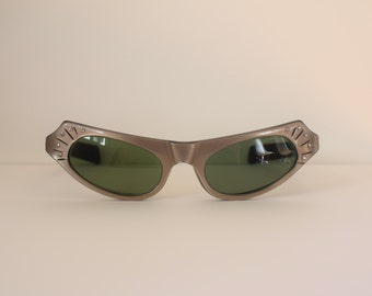50s Cat Eye Sunglasses/ 1950s American Optical Sunnies w Green Lenses/ Calobar C 78