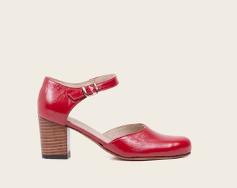 STYLE 1911 / Red Patent Mary Jane Shoe