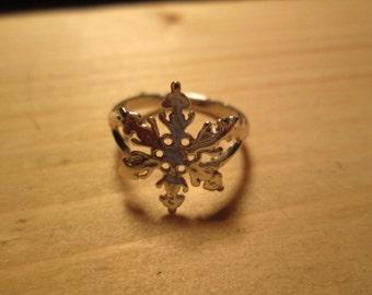 RING, snowflake silver ring...size 4