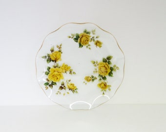 Vintage Glass Plate with Fluted Edges, Yellow Rose Transfer Pattern and Gold Edging Circa 1950s - 1960s