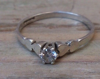 vintage 9ct white gold cubic zirconia ring