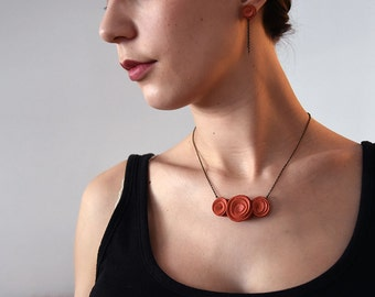 "Necklace chain ""Rose"" flower - Collection Spring Flower - the case of the minettes coral leather"