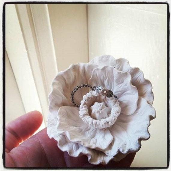 Flower ring dish, wedding ring dish, bridal party gifts, minimalist, Spring wedding