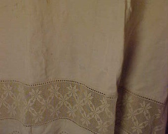 "Antique Homespun Spread w 15 1/4"" Crochet & Embroidery Lace., 91x20"". Needs Washing  #1035"