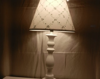 Whitew Lamp with White Print Uno Shade