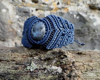 Fly Wing Labradorite - Macrame bracelet (blue)  - stone size approx. 2.3 cm/1.8 cm