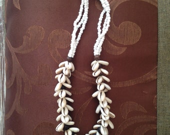 Cowrie shells beaded necklace