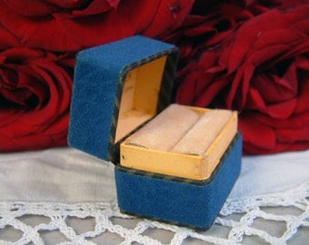 Antique french faux blue suede carton ring box. Antique french engagement ring box. Antique ring box. Something blue. Vintage wedding