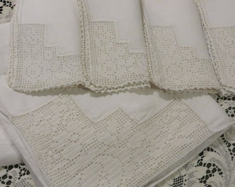 Linen Tablecloth w/ Four Matching Napkins  //  Vintage Handmade with Crocheted Corners  //  Vintage Table Linens  //  Tablecloth Set