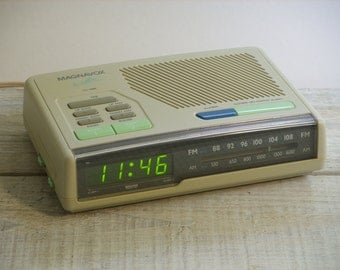 Vintage 80s Magnavox Digital Alarm Clock Radio ~ Retro Bedside Electric Clock (B6)