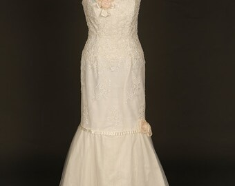 Sparkling fishtail lace wedding dress. Lace bridal gown. Sequin wedding dress. Fishtail bridal gown. Ivory lace wedding dress. Fitted dress